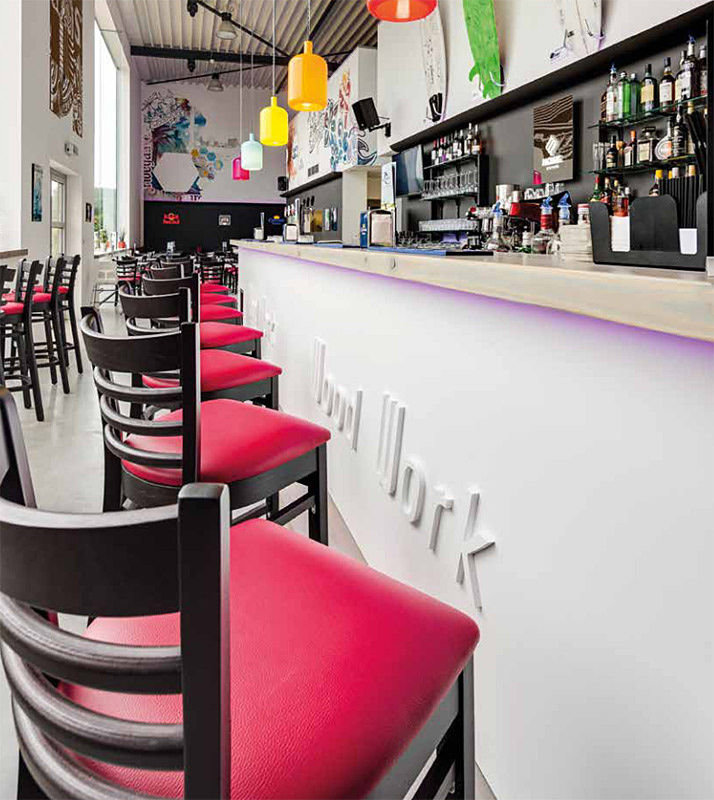 barové židle PUB BST v moderním baru