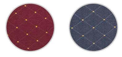 detail látky v červené a modré barvě