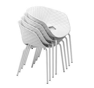 židle Uni-ka jsou stohovatelné
