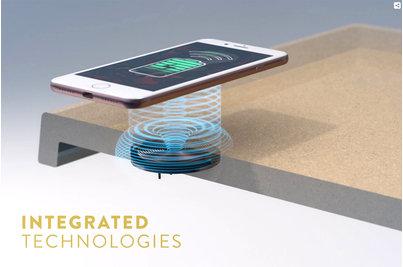 bezkotaktní dobíjení integrované ve stolové desce