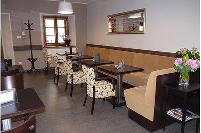 Café Charmé Kunratická tvrz - Café Charmé - lavice Space