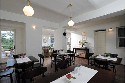 Vila Elektra - celkový pohled na interiér kavárny