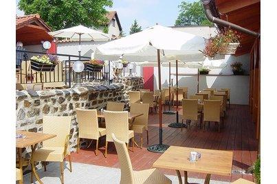 Pizzeria di Carlo - celkový pohled na venkovní část pizzerie