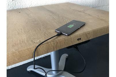 dobíjení pomocí USB kabelu