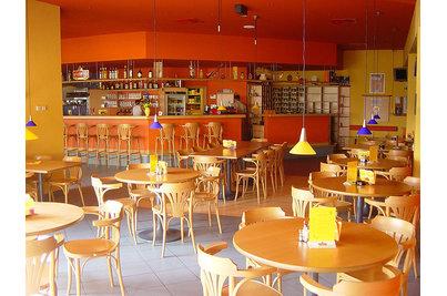 Restaurace - Bowling - interiér restaurace v Jesenici