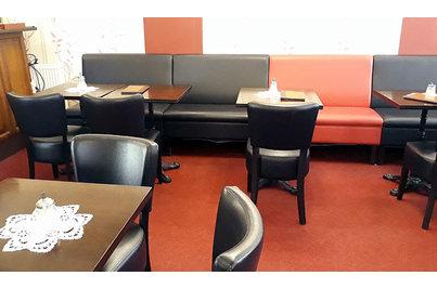 Kavárna U Bašatů - kavárna U Bašatů - stoly s litinovou podnoží Bistro