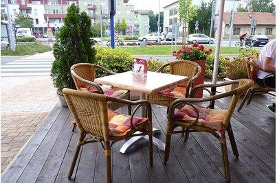 Café 22 Uhříněves - Křesílka Costa stůl Trento 4QSM
