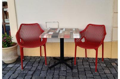 Pizzeria Garofalo - křesla AIR a stoly se samovyrovnávací podnoží STABLE TABLE