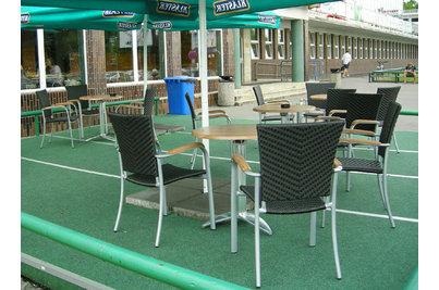 Plavecký stadion Podolí - křesla Baja Silver Mocca a stoly s podnoží Leaf