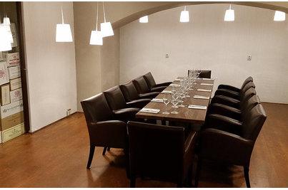 The Wine bar & Brasserie - křesla Bello v salónku vinného baru