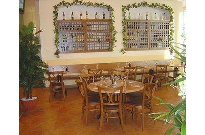 IL TESORO pizzeria - ristorante - kulatý stůl o průměru 120 cm