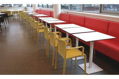Jídelna Polygon House - lavice DUBLIN s židlemi Volt a stoly 4402