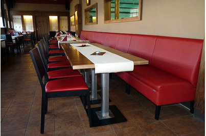 Tukan restaurace bowling - restaurace Tukan s židlemi 514 a lavicemi DIVAN