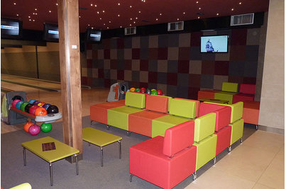Tukan restaurace bowling - sedací systém DADO u bowlingových drah