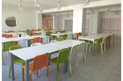 Školní jídelna - školní jídelna s židlemi SNOW