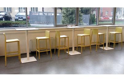 Jídelna Polygon House - snackové sezení s barovými židlemi Volt
