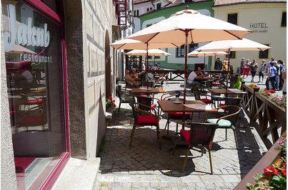 Restaurace Jakub v Krčínově domě - stolové desky SM FRANCE 90x90cm