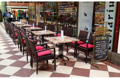 Cellarius Wine bar  - stoly 70x70cm s podnoží Tivoli 4 Cellarius Wine bar