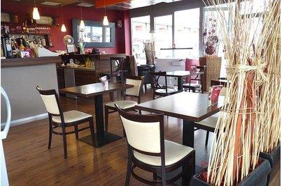Café 22 Uhříněves - stůl 22 Uříněves interier