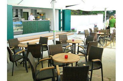 Garden Café Taussig - terasa s křesly Ambra