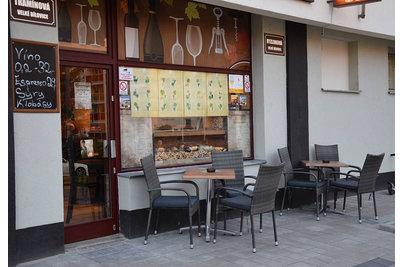 Bílovická vinárna - venkovní sklopné stoly Verona s deskou 60x60cm