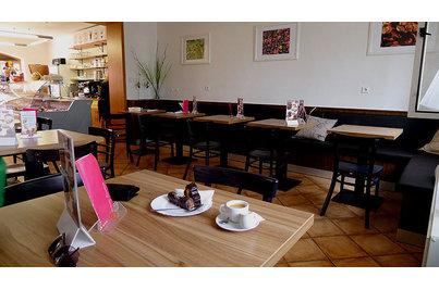 Cukrárna Čimelice - židle 189 a stoly s laminovanou deskou
