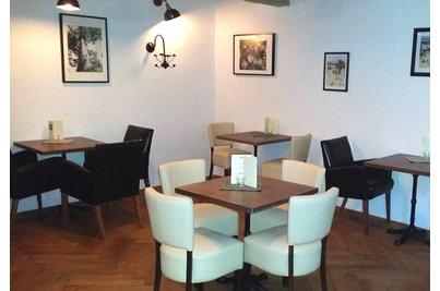 Café Terronská - židle Floriane v Café Terronská