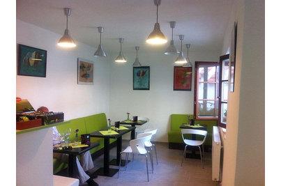 Kavárna V Uličce - židle IBIS v Kavárně V Uličce