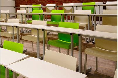 Gastrostudio JIP - židle ICE 800 se stoly Student v Gastrostudiu JIP