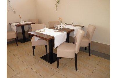 Restaurace Barbora Kutná Hora - Židle Isabela a stoly Basic 029 QL detail