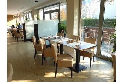 Restaurace Barbora Kutná Hora - Židle Isabela a stoly Basic 029 QL