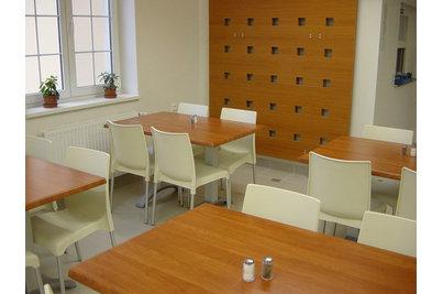 Jídelna Havlíčkův Brod - židle Maya a stoly 120x80cm Calvados v jídelně