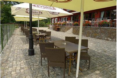 Restaurace Jureček Říčany - židle Mezza Castana v restauraci Jureček