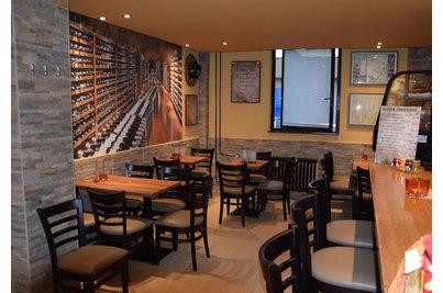 Bílovická vinárna - židle Pub a stoly s laminovanou deskou