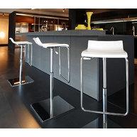 Barové židle Micro X v moderním interiéru