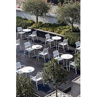 elegantní terasa se židlemi Ara