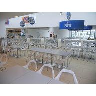 food court s židlemi Dafne v Modemě