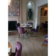 kulatý stůl StableTable Classic Dinner Maxi v interiéru