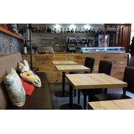 Lavice Divan v kavárně Arest Café