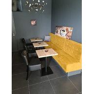 lavice Nessa v kavárně Kristy