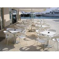 letní terase se židlemi Moema