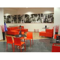 podnože Flat INOX kavárna Segafredo