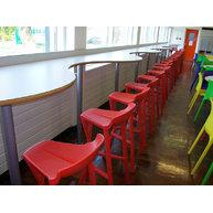 použití barových židlí Shiver v jídelně