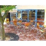 sklápěcí židle Arnika a sklápěcí stoly Klasik v restauraci v Jesenici