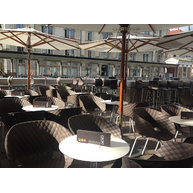 terasa s židlemi Uni-ka a barovkami Uni (Cacao Lublaň)