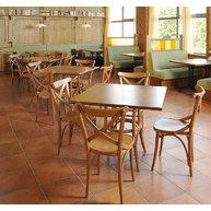 Židle 150 ve zlínské restauraci Devítka
