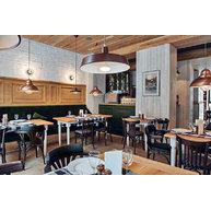 židle 736 a 024 v restauraci Althaus