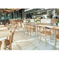 židle A-1840 a barové židle H-1840 v restauraci