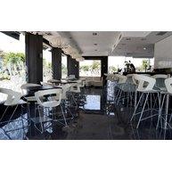 židle ibis v kavárně