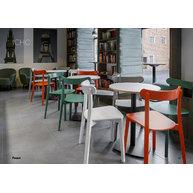 židle ICHO v kavárně